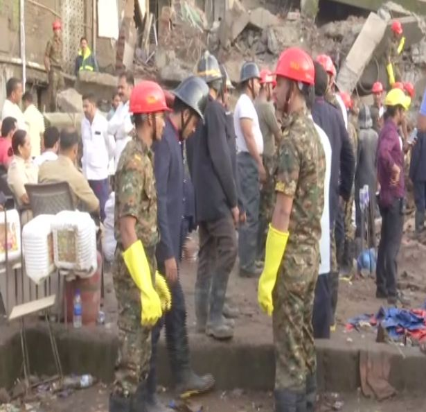 Visual from the building collapse site in Bhiwandi.