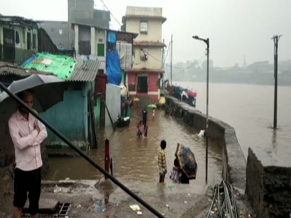 Heavy rains leading to water logging in Mumbai on July1. Photo/ANI