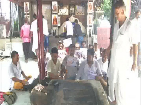 Special prayers being offered at Bhootnath Temple, Kolkata (Photo/ANI)