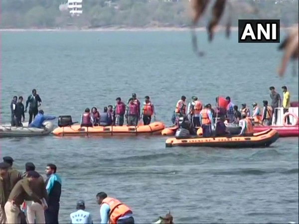 8 including IPS officers rescued after their boat capsized ANI/photo