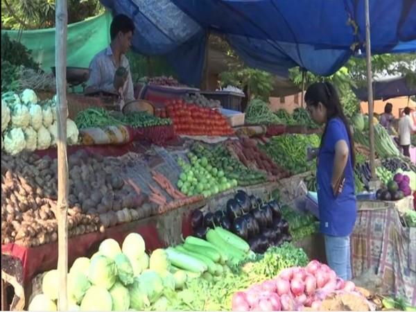 A vegetable vendor in Bhopal. Photo/ANI