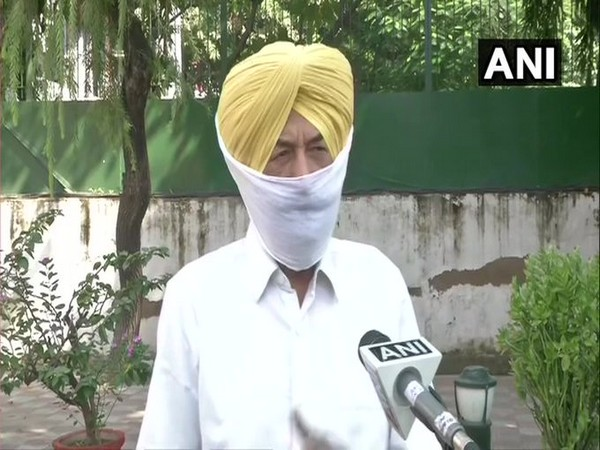 Shiromani Akali Dal leader Balwinder Bhunder talking to ANI on Thursday.
