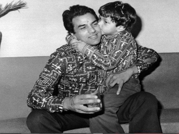 Veteran actor Dharmendra with actor Bobby Deol (Image Source: Instagram)
