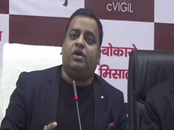 Bokaro DC Mukesh Kumar talking at a press conference in Bokaro on Saturday. Photo/ANI