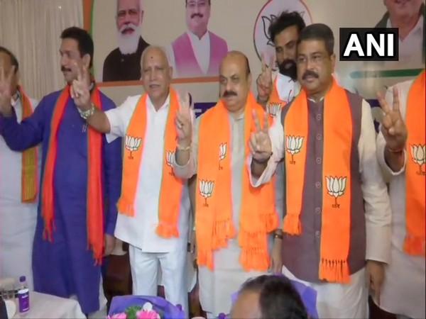Karnataka Chief Minister-elect Basavaraj Bommai with other BJP leaders. (Photo/ANI)