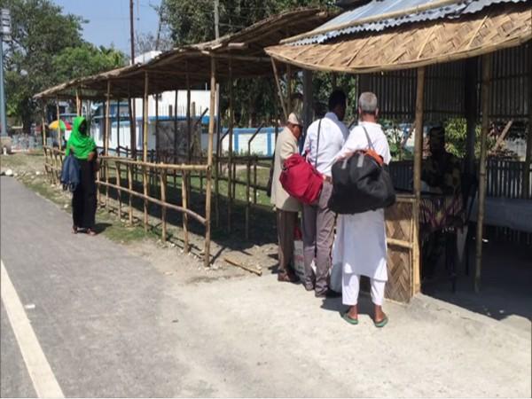 People at Indo-Bangladesh Border Photo/ANI