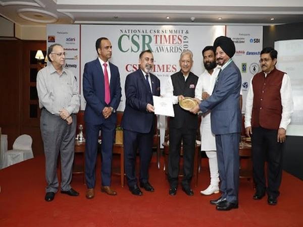 Swaran Singh receiving CSR Times Award 2019