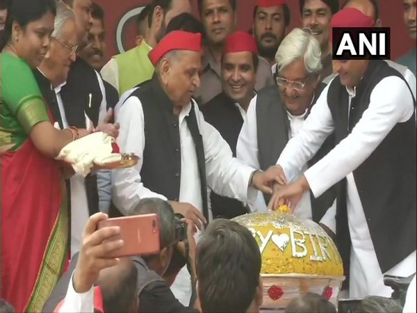 SP patron Mulayam Singh Yadav celebrating his birthday with party workers in Lucknow, Uttar Pradesh. (Photo/ANI)