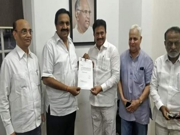 Jayant Patil gave certificate to Shashikant Shinde (Photo/ANI)