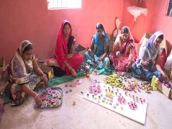 Women of self help groups making eco-friendly cow dung diyas in Raipur, Chhattisgarh (Photo/ANI)