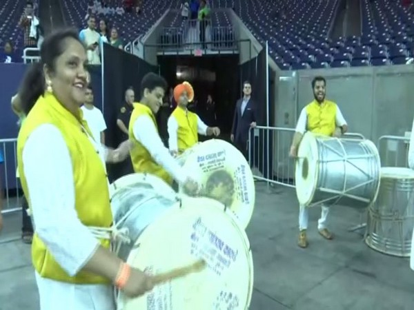 Enthusiastic people of the Indian diaspora danced on the Bhangra beats ahead of Howdy Modi! event in Houston on Sunday. (Photo/ANI)