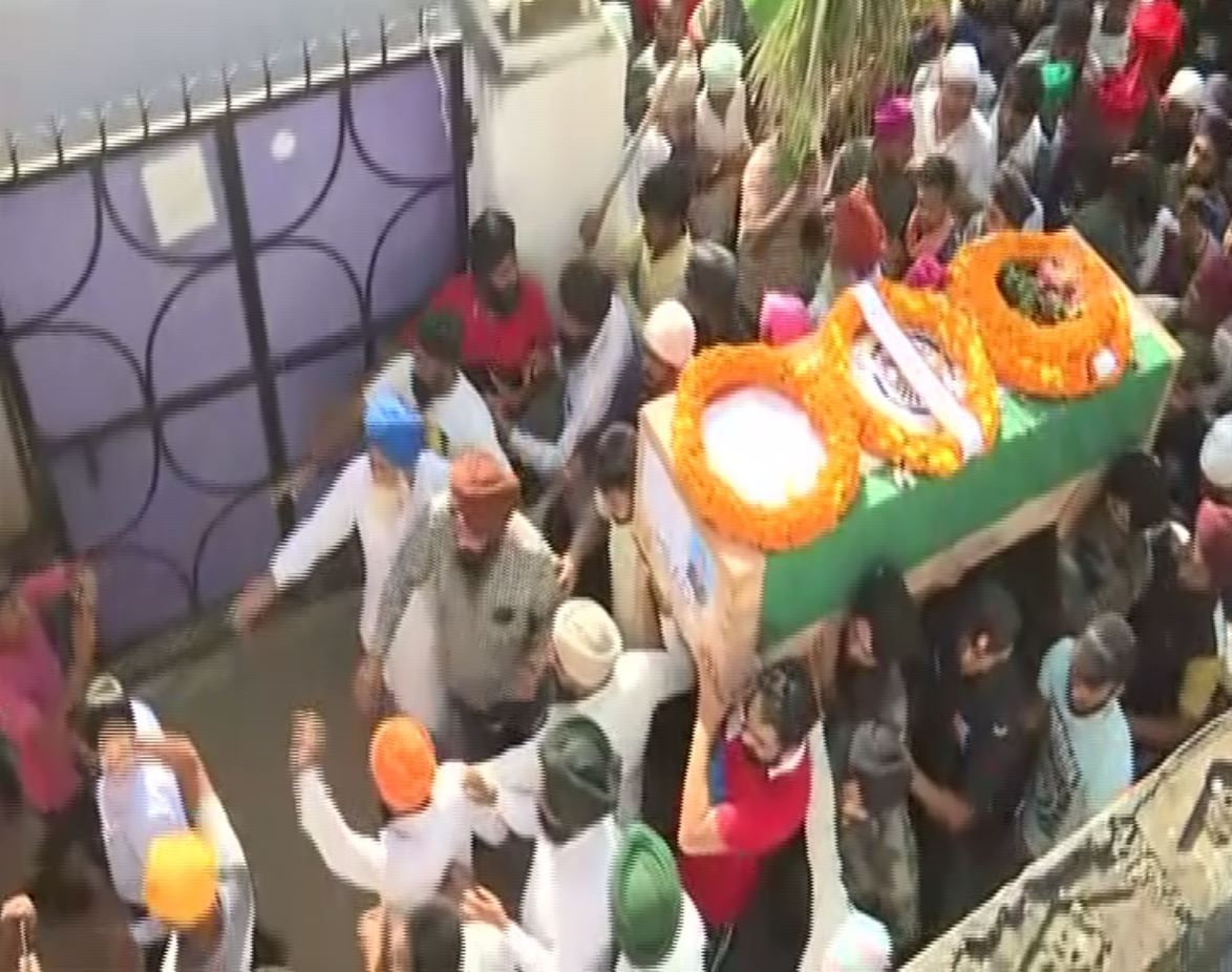 Mortal remains of Sepoy Saraj Singh reach his home (Photo/ANI)