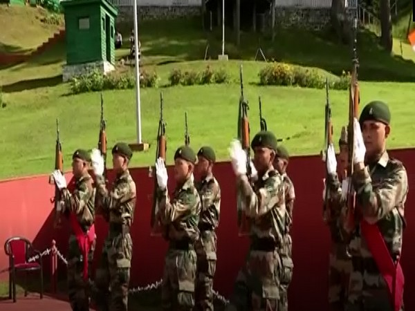 Army paying tribute to tricolour (Photo/ANI)