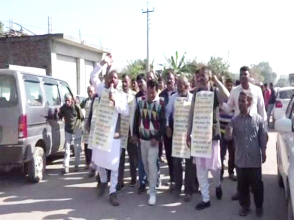 Farmers and youth of border area took out a foot march in Kathua on Tuesday (Photo/ANI)