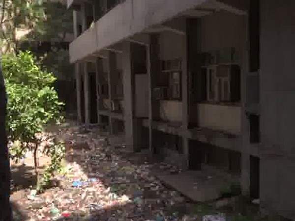 Garbage heaps in the hospital premises (Photo/ANI)