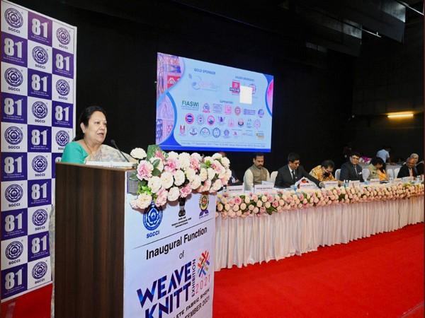 Darshana Vikram Jardosh inaugurated the Weave Knitt exhibition (Photo- Twitter/ Ministry of Textiles)