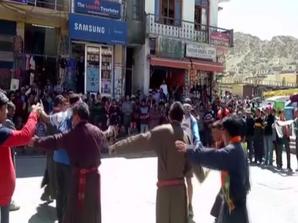 Locals celebrating the scrapping of Article 370. (photo/ANI)