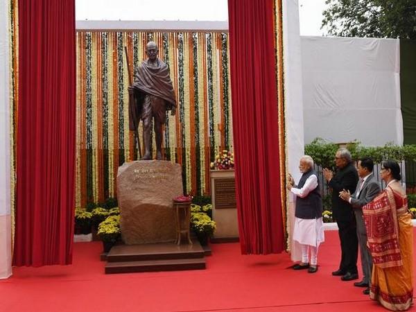 Prime Minister Narendra Modi unveiled a statue of Mahatma Gandhi at CAG office premises in New Delhi on Thursday (Photo/ANI)