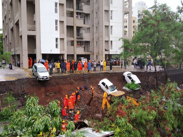 Wall collapsed near Talab Masjid in Pune