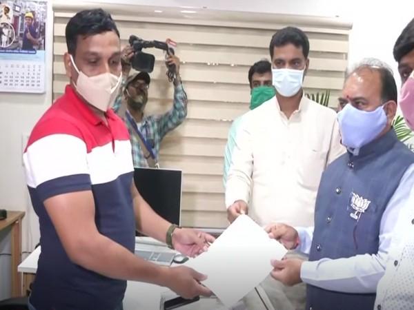 BJP leader Bhagwandas Sabnani filed a complaint against