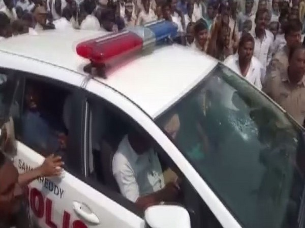 Sangareddy Police takes Congress MLA into preventive custody for allegedly trying to participate in TSRTC employees' 'Rasta Roko' protest (Photo/ANI)