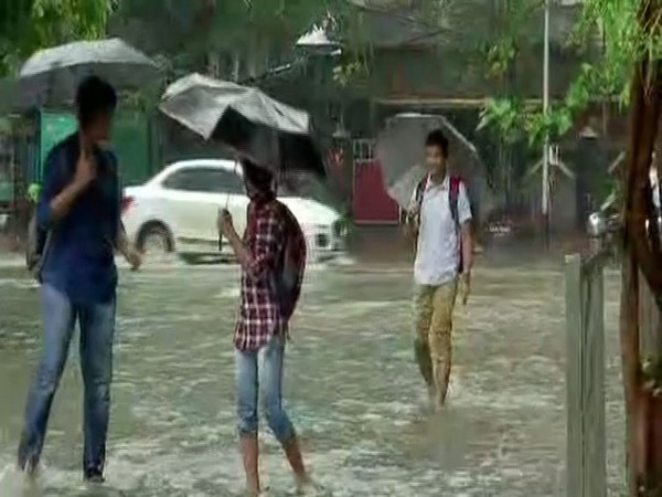 Heavy rainfall led to waterlogging in Sion on Wednesday. Photo/ANI