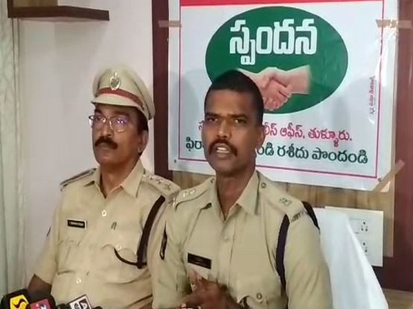 Additional Superintendent of Police (SP) Chakravarti addressing the media persons on mOnday (Photo/ANI)