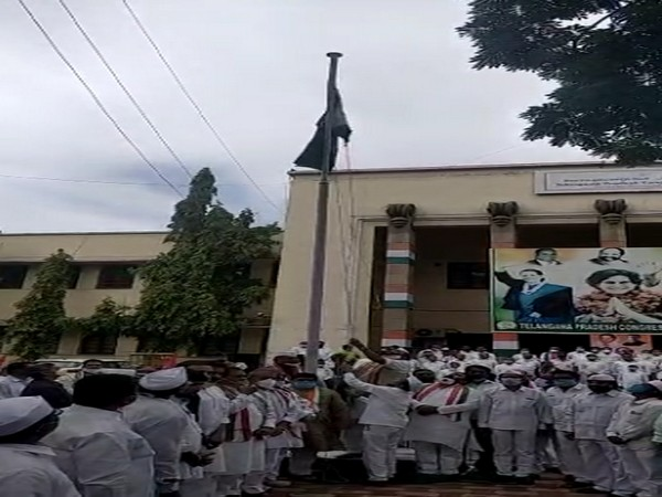 Congress leaders on Tuesday hoisted a flag at Gandhi Bhavan, Hyderabad on Telangana formation day. [Photo/ANI]