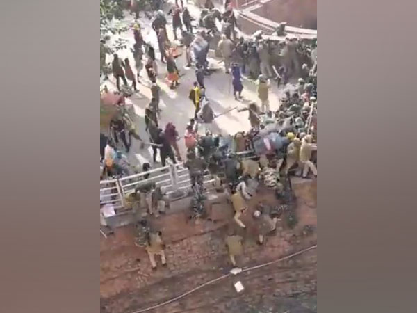Protesters clash with police at the Red Fort.
