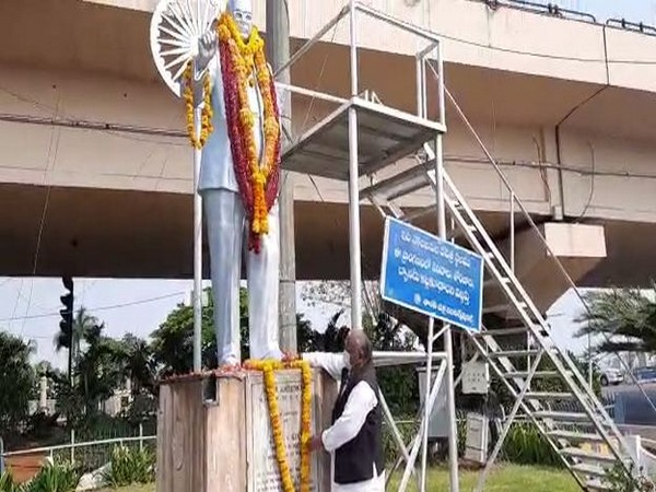 Senior Congress leader Hanumantha Rao garlanding BR Ambedkar's statue in Hyderabad (Photo/ANI)