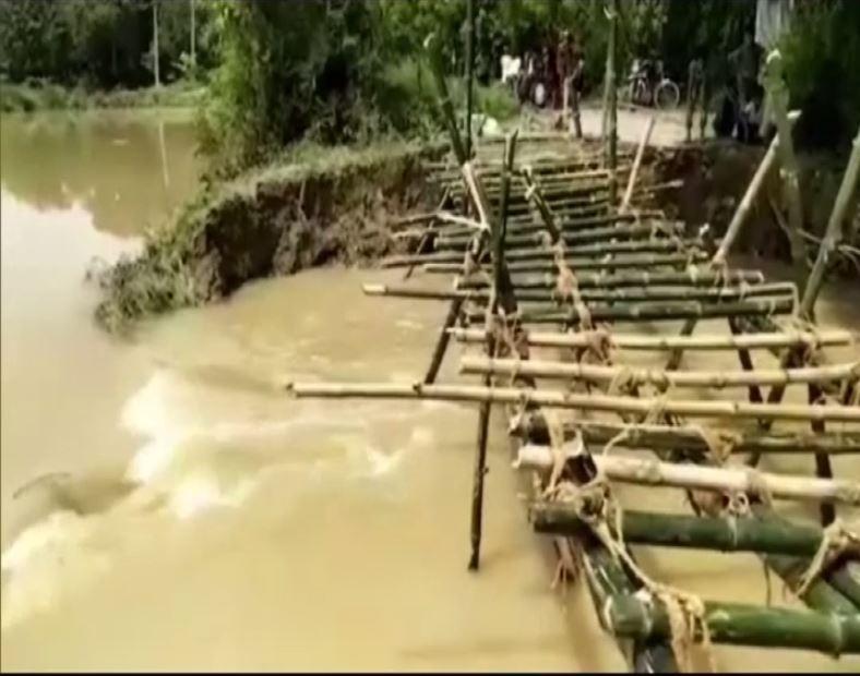 A bamboo bridge constructed by villagers in Darbhanga, Bihar [Photo/ANI]
