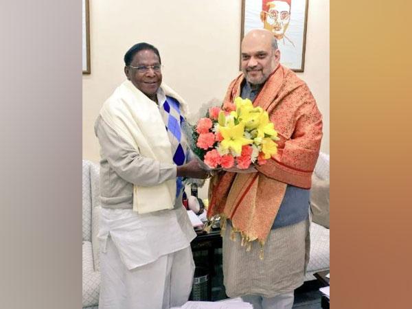 Puducherry Chief Minister V Narayanasamy (left) and Union Home Minister Amit Shah (right) (Photo/ANI)