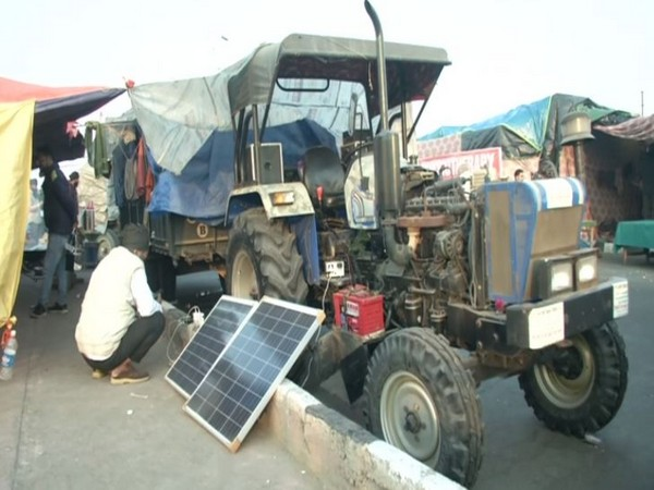 Protesting farmers using solar panels to charge tractor batteries at Ghazipur border (Photo/ANI)