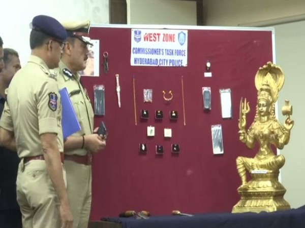 Police with the seized Durga idol and Nagamani stone (Photo/ANI)