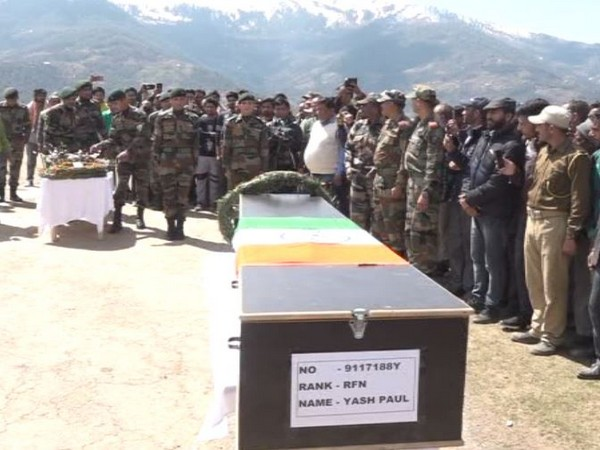 Army officers paying their last respect to Rifleman Yash Paul who died in Pakistan firing along LoC on Thursday.  Photo/ANI