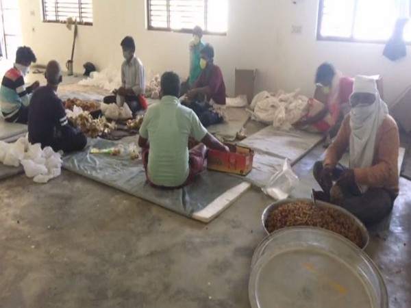 Food packets being prepared in a community kitchen for distribution among poor and needy amid coronavirus lockdown. Photo/ANI