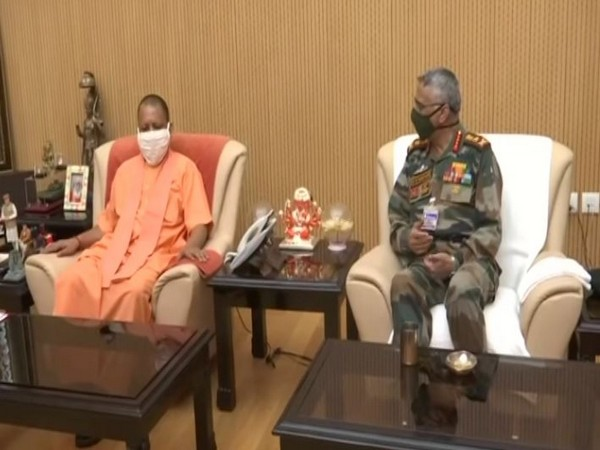 Uttar Pradesh Chief Minister Yogi Adityanath (left) and rmy Chief General Manoj Mukund Naravane (right) (Photo/ANI)