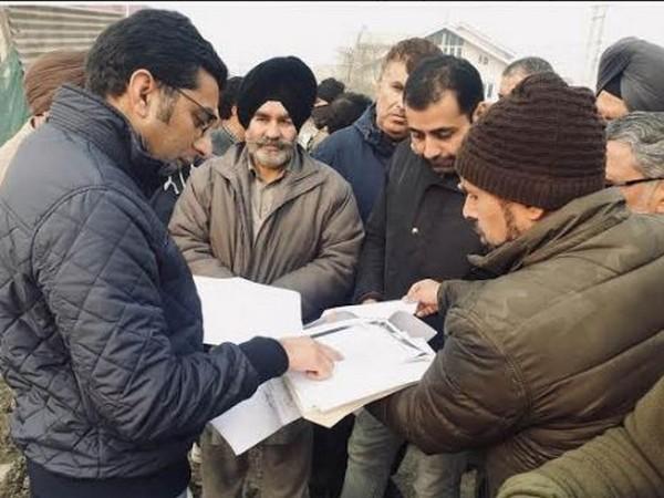 Srinagar DC Dr Shahid Iqbal Choudhary helped resolve the issue concerning Srinagar-Baramulla highway after meeting landowners. Photo/DIPR, J&K