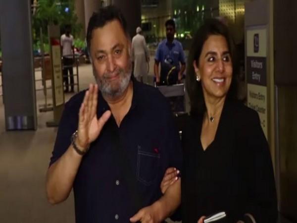 Rishi Kapoor with wife Neetu at Airport