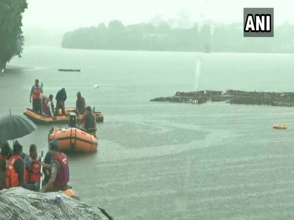 State Disaster Emergency Response Force (SDERF) personnel carried out a rescue operation at Khatlapura Ghat in Bhopal. (Photo/ANI)