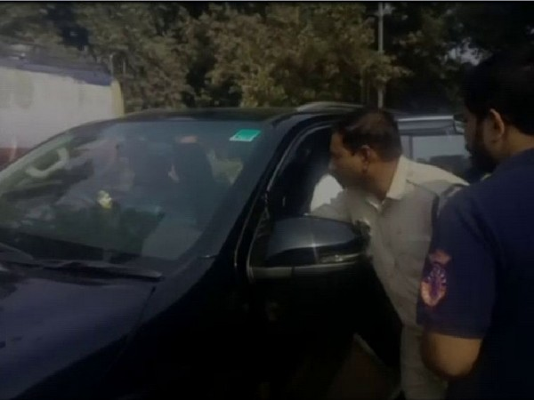 A police officer was seen touching the feet of Congress MLA Praveen Pathak in Gwalior on Thursday. Photo/ANI