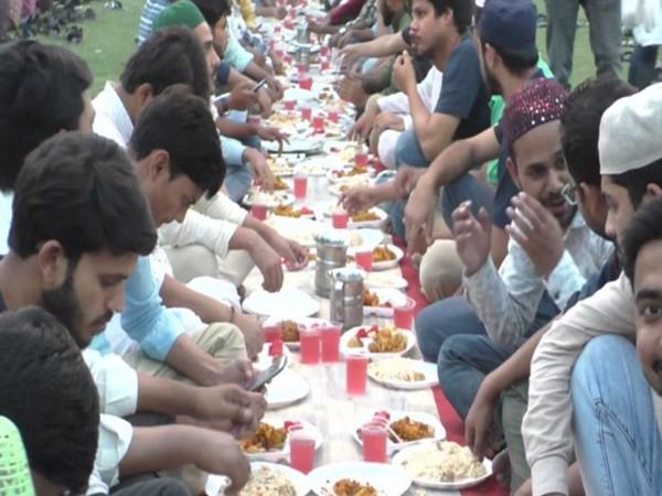 Students of Aligarh Muslim University relishing Iftar in Aligarh on Sunday. Photo/ANI