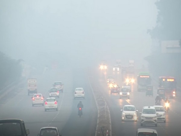 A thin layer of fog engulfed parts of Delhi on Monday (Photo/ANI)