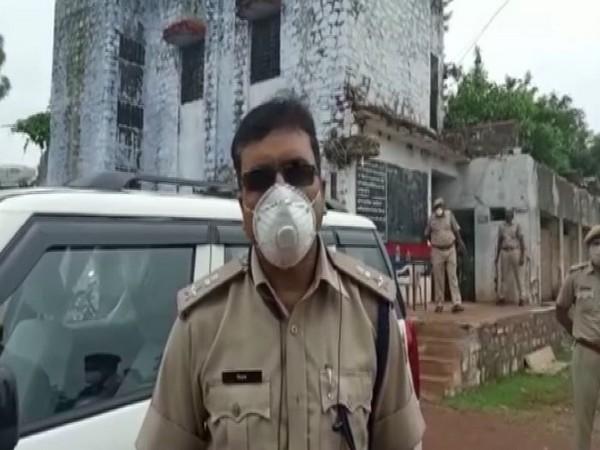 Police Officer Hariprasad Rana speaks to media on Thursday [Photo/ANI]