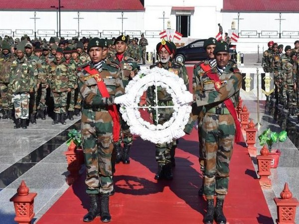 ieutenant General Harinder Singh, General Officer Commanding, 'Fire and Fury' Corps laid a wreath at the War Memorial in Leh on Sunday (Photo/ANI)