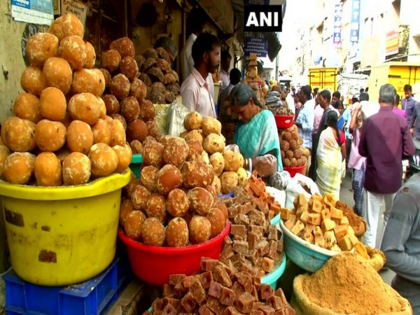 People buying jaggery in Coimbatore (Photo/ANI)