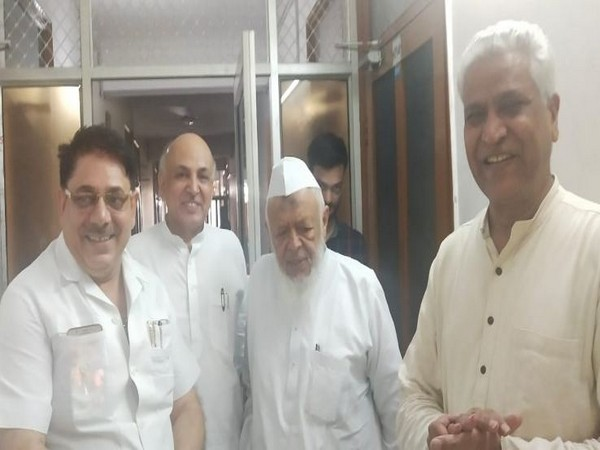 RSS Chief Mohan Bhagwat meets Jamat Ulema-e-Hind chief Madani on Friday. (Photo/ANI)