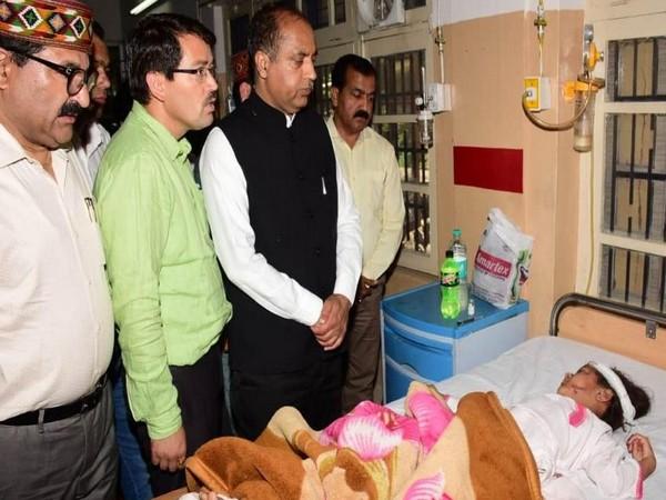 Jai Ram Thakur met injured passengers