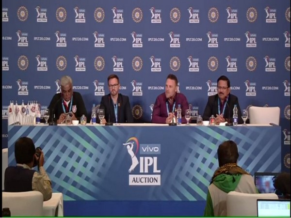 Satish Menon (CEO Kings XI Punjab), Mike Hesson (Director of Cricket, RCB), Brendon McCullum and Venky Mysore (KKR coach and CEO)