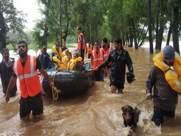 Defence PRO on Monday said that 3,000 army personnel have been deployed in 15 districts across four flood affected states. (Photo/ANI)